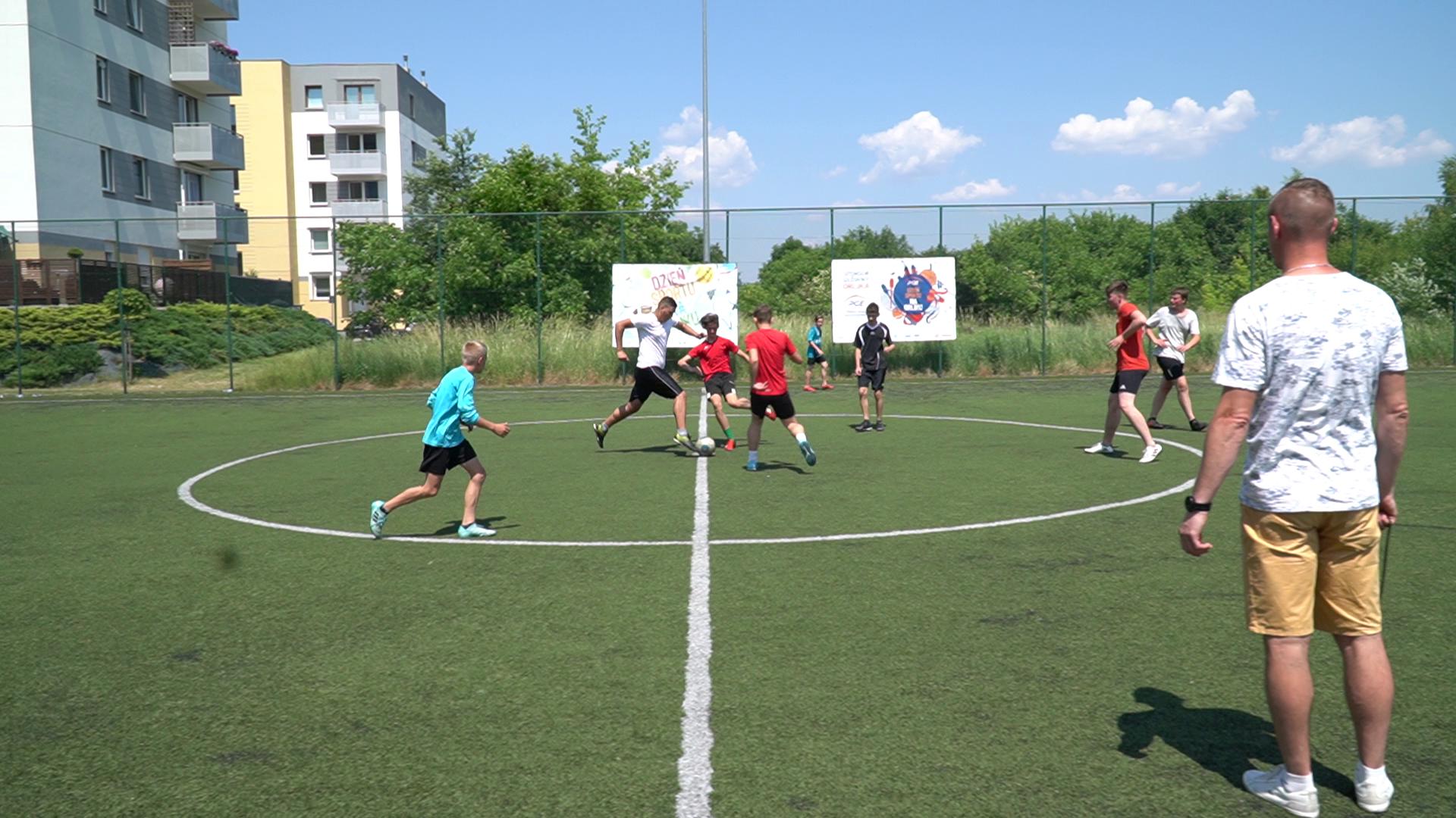 Mistrzostwa Gminy Oleśnica w piłce nożnej młodzików i juniorów młodszych.
